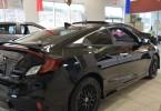 Civic Touring Coupé 2 portes noir Comprend: aileron, sièges en cuir, mags, kit de jupes, vitres teintées, caméra d'angle mort. 97.91$ par semaine taxes incluses.
