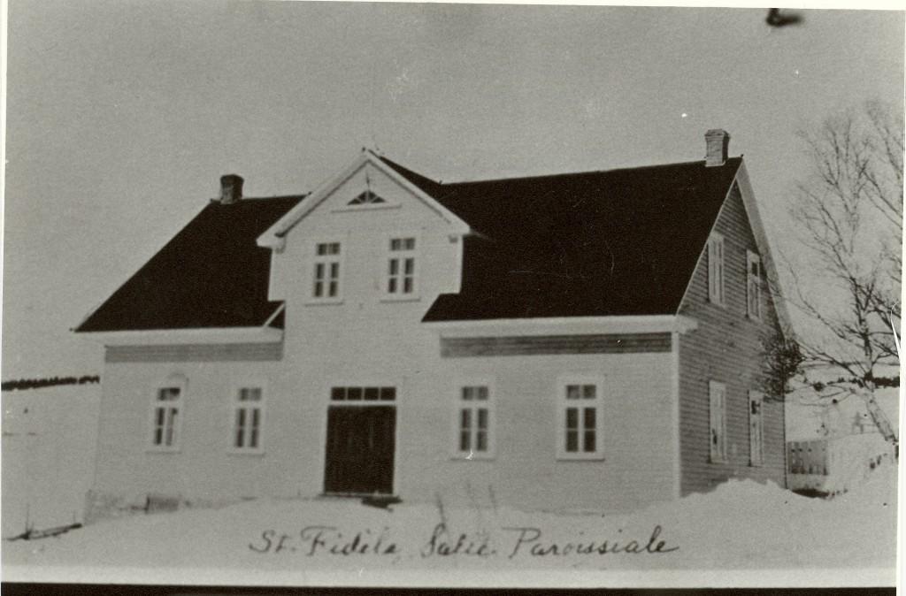 P5-1-6-2 Salle Paroissiale, St-Fidèle,Fonds 200 ans, Musée Chx