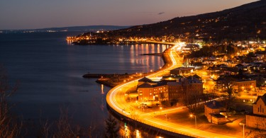 La Malbaie lookout to the city and shoreline