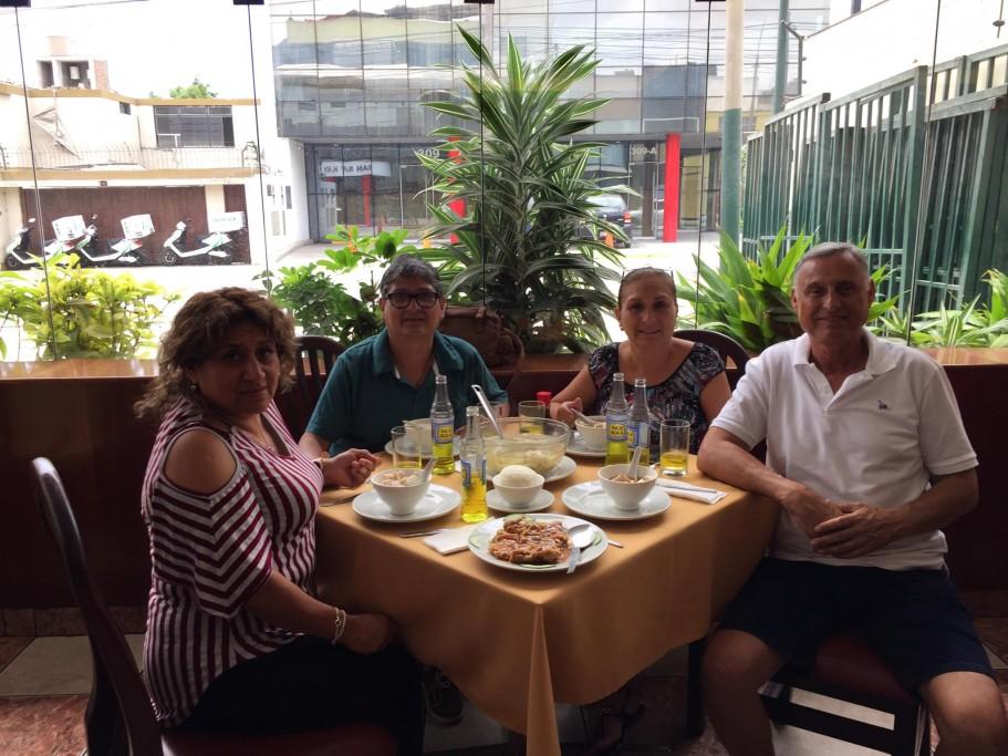 Repas en famille à Lima
